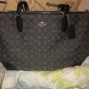 BRAND NEW COACH PURSE NEVER USED